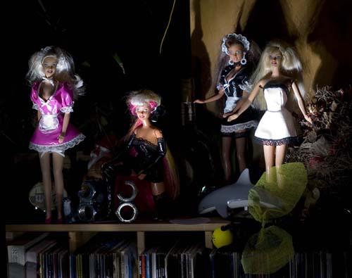 Nukkeja pimeässä01 CRW_2759pp.jpg